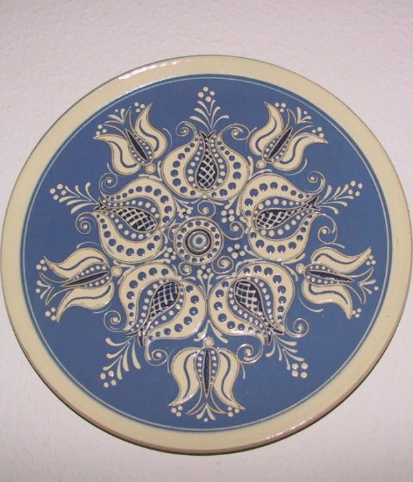 Pottery of Carl Fischer, Plate scratched and painted with clay, 1970s