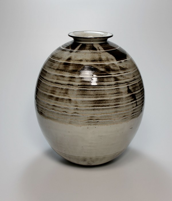 Otto Lindig, Vase awarded with the Grand Prix of the World exposition Paris 1937, loan by Sparkassen-Kulturstiftung Hessen-Thüringen