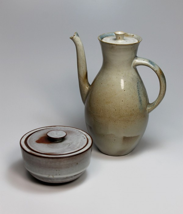 Otto Lindig, Kanne L15 und Dose L3, ab 1923 – Otto Lindig, Tin L3 and Jug L15, since 1923, loan by Sparkassen-Kulturstiftung Hessen-Thüringen,