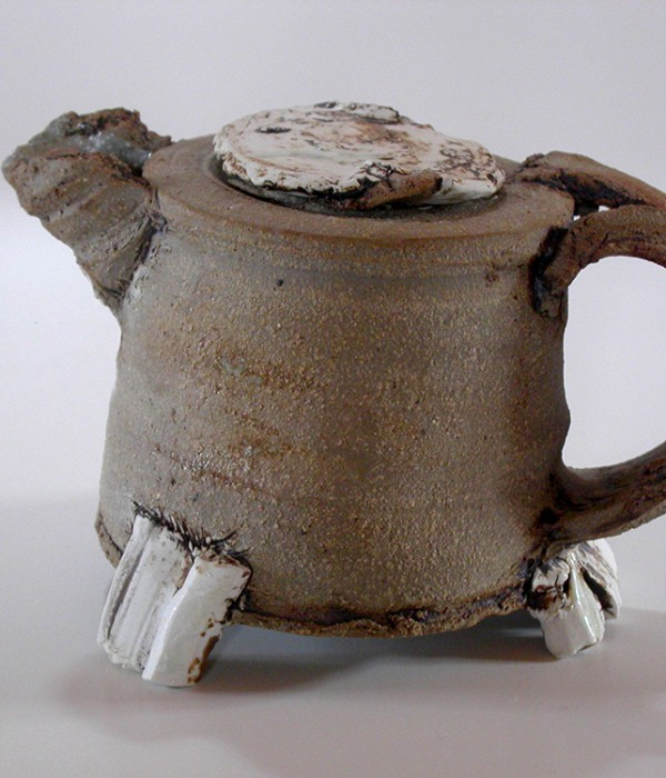 Lena Biesalski, teapot, winner of the ceramics award Bürgel 2010