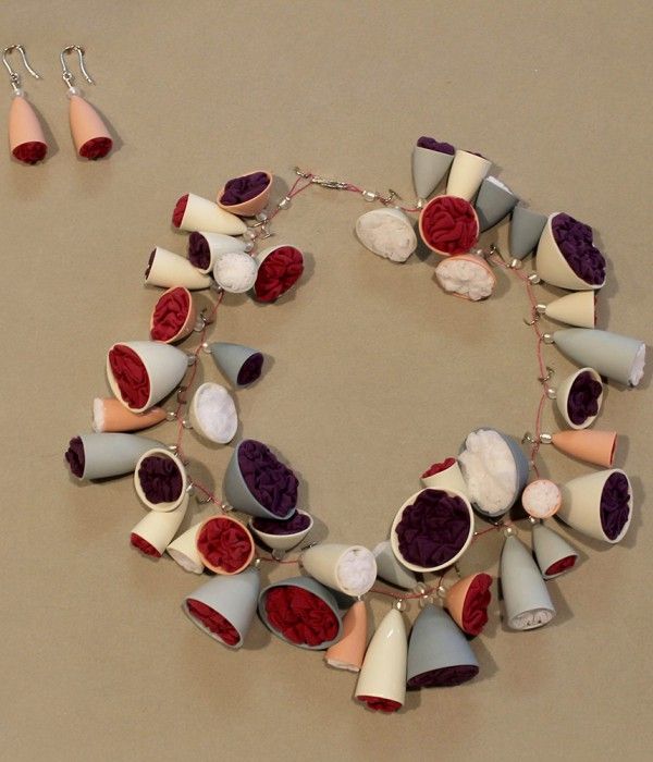 Anne Rössler, necklace and earrings, winner of the ceramics award Bürgel 2012